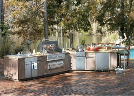 Viking outdoor products featured in kitchen and bath for Viking professional outdoor grill
